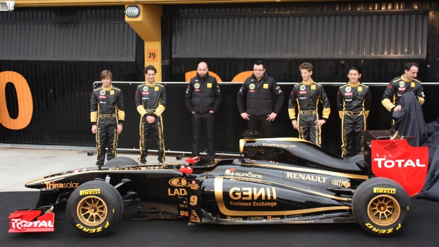 """Lotus """"preta"""" com Bruno Senna entre os reservas"""