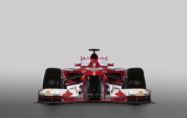 Fora o degrau no bico, não houve grandes mudanças com relação ao F2012