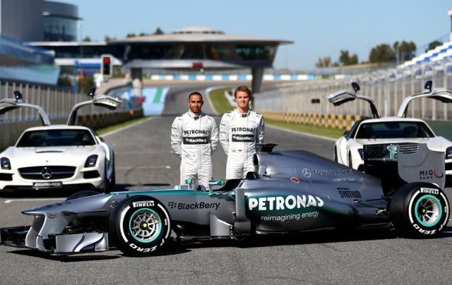 Lewis Hamilton e Nico Rosberg com o novo W04